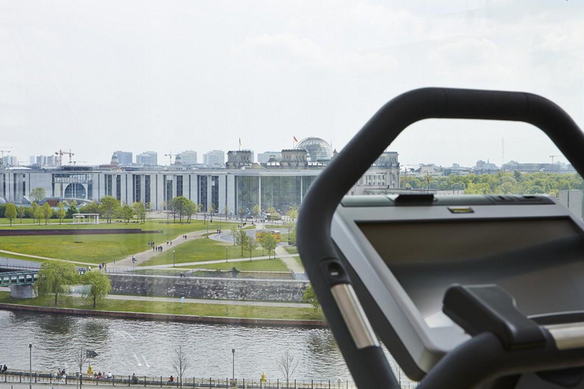 Entspannen und Sport treiben, mittendrin im neuen Berlin , zwischen Geschichte und Politik, mit einem einzigartigen Ausblick auf das Regierungsviertel